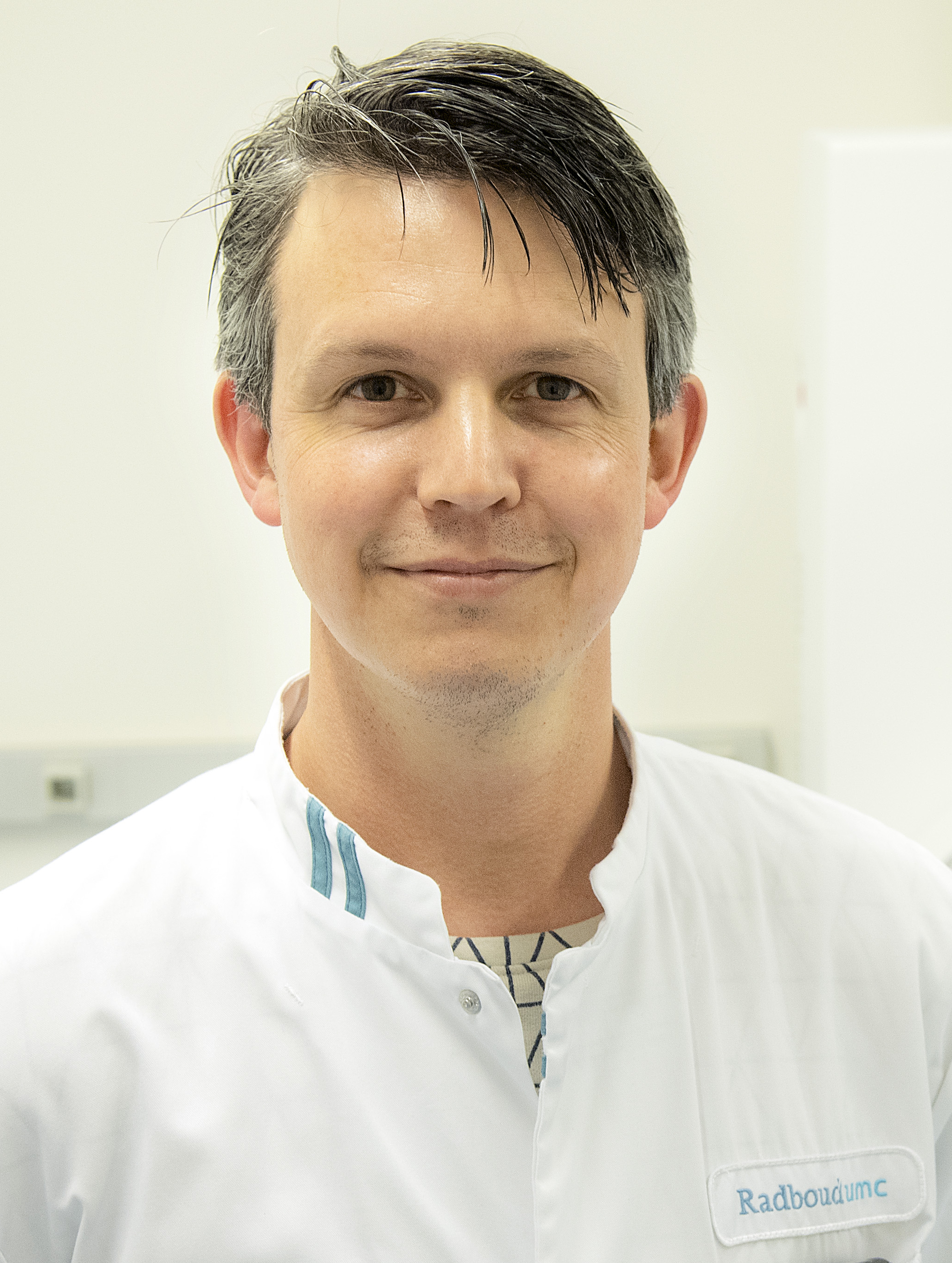 ... PhD, obtained his medical degree at the University of Utrecht in the  Netherlands in 2004. In 2005 he started a PhD project to the value of breast  MRI in ...